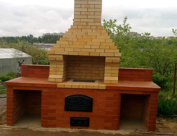 Projekat s roštiljem sa roštiljem i smokehouse porjadovkom